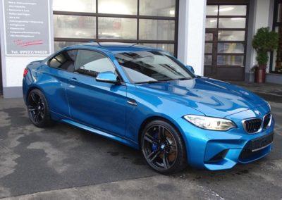 Tuning von blauen BMW